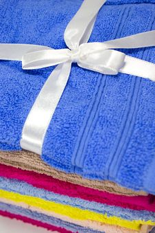 Free Towel With A Bow Royalty Free Stock Photo - 16927675