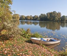 Free Boat On Pond Bank In Park Royalty Free Stock Photography - 16929537