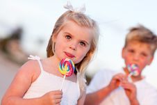 Free Cute Girl And Brother Enjoying Their Lollipops Royalty Free Stock Photos - 16930238