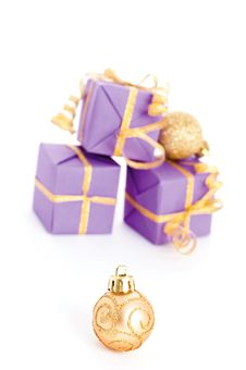 Free Xmas Ball And Gifts Royalty Free Stock Photos - 16931908