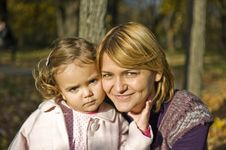 Free Mom And Daughter Royalty Free Stock Images - 16942609