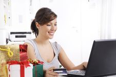 Free Young Woman In Shopping On-line Stock Photography - 16942982