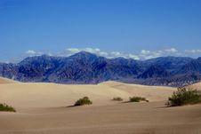Free Beautiful Mountain Peaks In Desert Royalty Free Stock Images - 16943139