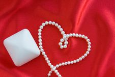 Free Pearl Necklace Stock Photo - 16943970