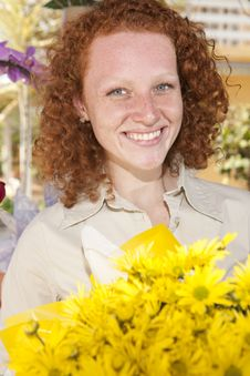 Free Woman Holding A Bunch Of Yellow Flowers Stock Photography - 16947952