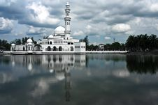 Free White Mosque Stock Photography - 16951722