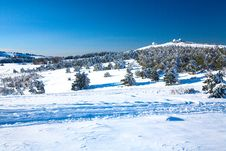 Free A View On A Snowy Valley Royalty Free Stock Images - 16952859