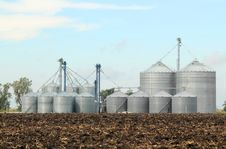 Free Agricultural Grain Bins Royalty Free Stock Photo - 16953255