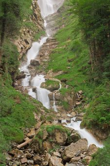 Free Waterfall In Green Nature Stock Image - 16960431
