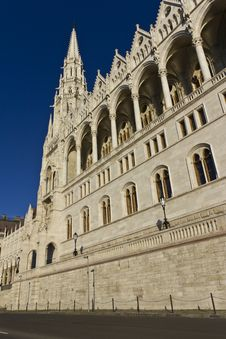 Free Hungarian Parliament Building Royalty Free Stock Images - 16962469