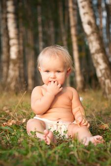 Free A Little Girl Sitting Royalty Free Stock Photography - 16964467