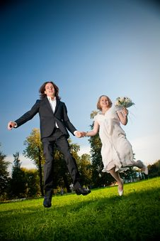 Free Lovely Couple Jump In Park Stock Images - 16964704