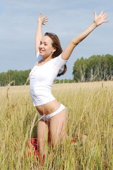 Free Young Nice Girl In A Field Stock Image - 16967491