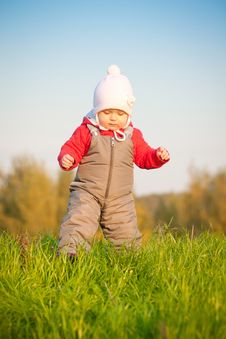 Free Baby Walk On Top Of Hill Royalty Free Stock Images - 16968669
