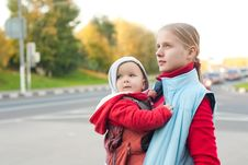 Free Mother With Baby Stay On Crossroad Royalty Free Stock Photo - 16968705