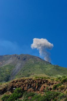 Free Strombolis Volcan Explosion Stock Photography - 16973932