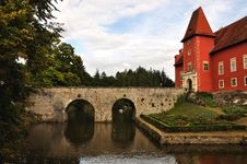 Free Romantic Red Chateau Stock Photography - 16974312