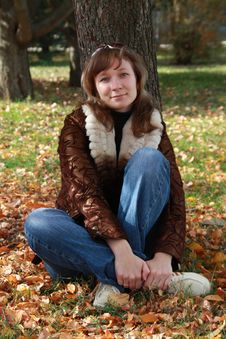 Free Girl Sits In Autumn Park Stock Photo - 16974550