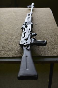 Free Kalashnikov Rifle Royalty Free Stock Image - 16975076
