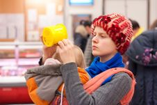 Free Mother With Girl Shopping In Supermarket Royalty Free Stock Image - 16975086