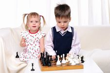 Free Brother And Sister Playing Chess Stock Images - 16976374