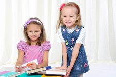 Free Little Girls Are Studying Literature Royalty Free Stock Photos - 16977638