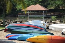 Free Kayaks In Shore Royalty Free Stock Photo - 16978785