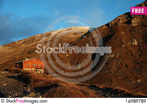 Free Chalet In The Mountains Royalty Free Stock Images - 16989789