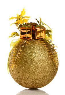 Free Golden Christmas Bauble Royalty Free Stock Photo - 16980675