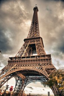 Free Bottom-Up View Of Eiffel Tower, Paris Royalty Free Stock Photos - 16984628