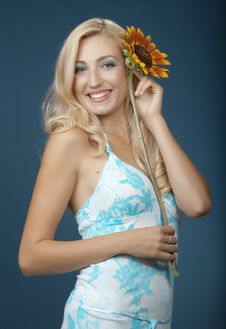 Free The Beautiful Girl With A Sunflower Stock Photos - 16986223