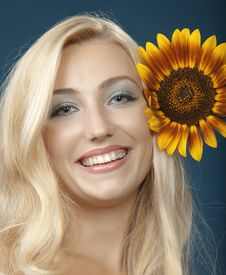 Free The Beautiful Girl With A Sunflower Stock Images - 16986294