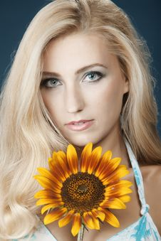 Free The Beautiful Girl With A Sunflower Royalty Free Stock Photo - 16986415