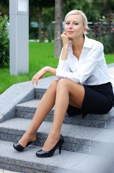 Free Young Attractive Business Woman Royalty Free Stock Photos - 16987548
