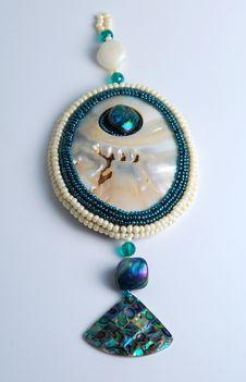 Free Pearl Pendant Royalty Free Stock Image - 16991246