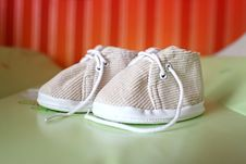 Free Baby Shoes Royalty Free Stock Photos - 16991978