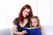 Free Little Girl And Her Mother Read A Book Royalty Free Stock Image - 16995076