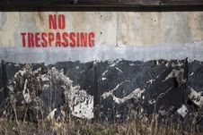 Free No Trespassing On A Cement Wall Royalty Free Stock Images - 16999589