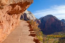 Free Hiking Trail In Zion Royalty Free Stock Photography - 16999887