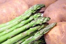 Free Asparagus And Potatoes Royalty Free Stock Photos - 1704528