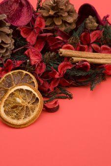 Free Mandarin,Cloves & Cinnamon Royalty Free Stock Image - 1708906
