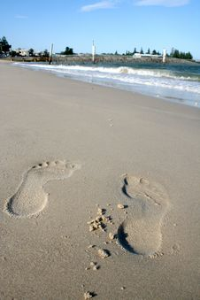 Free Footprints In The Sand Royalty Free Stock Images - 1709099