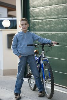 Free Little Boy With Bike Royalty Free Stock Images - 17003409