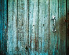 Free Old Door Handle With An Old Door Stock Photo - 17008770