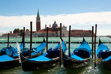 Free Gondolas On The Canals Of Venice Royalty Free Stock Photos - 17009578