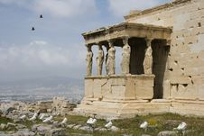 Free The Porch Of Maidens Atop Acropolis Royalty Free Stock Photography - 17010847