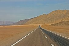 Free Road In Desert Royalty Free Stock Images - 17011509