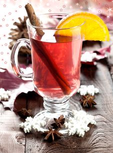 Free Fresh Mulled Wine With Cinnamon Stock Images - 17017784