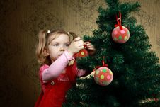 Free Decorating A Tree Royalty Free Stock Images - 17017799