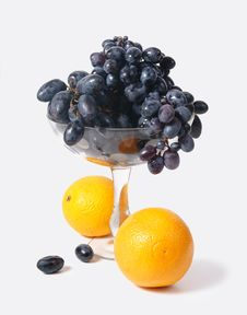 Free Black Grapes In A Vase And Oranges Stock Photography - 17020202